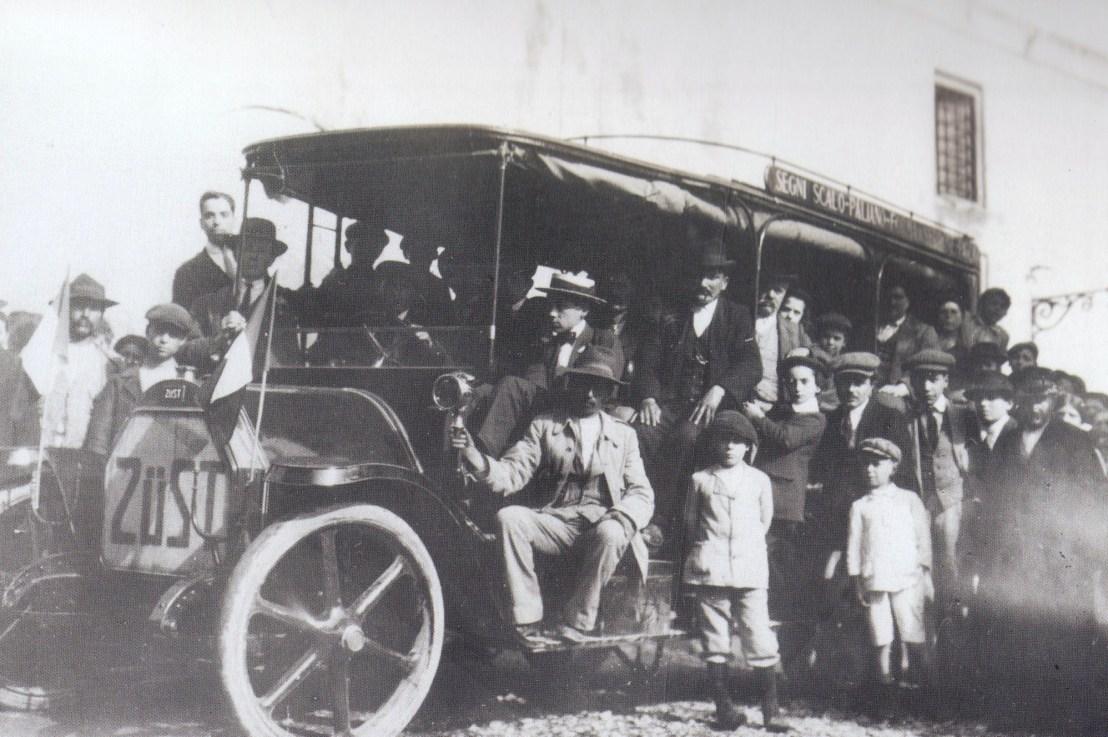 La corriera postale, il primo servizioautomobilistico